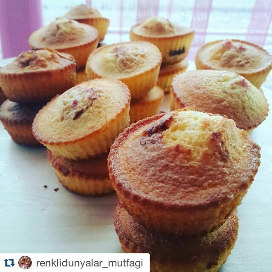 Portakal kabuğu Tozlu & vişneli muffin