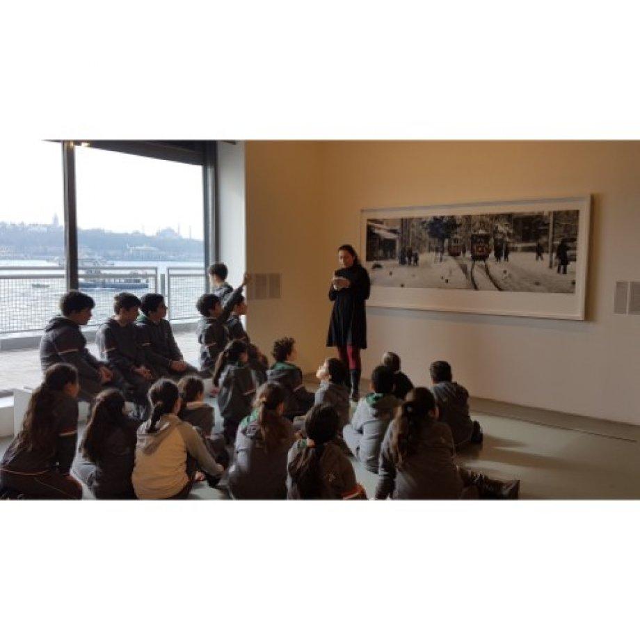 """4. Sınıf Öğrencileri """"Resimler ve Şiirler"""" adlı etkinliğe katıldı."""