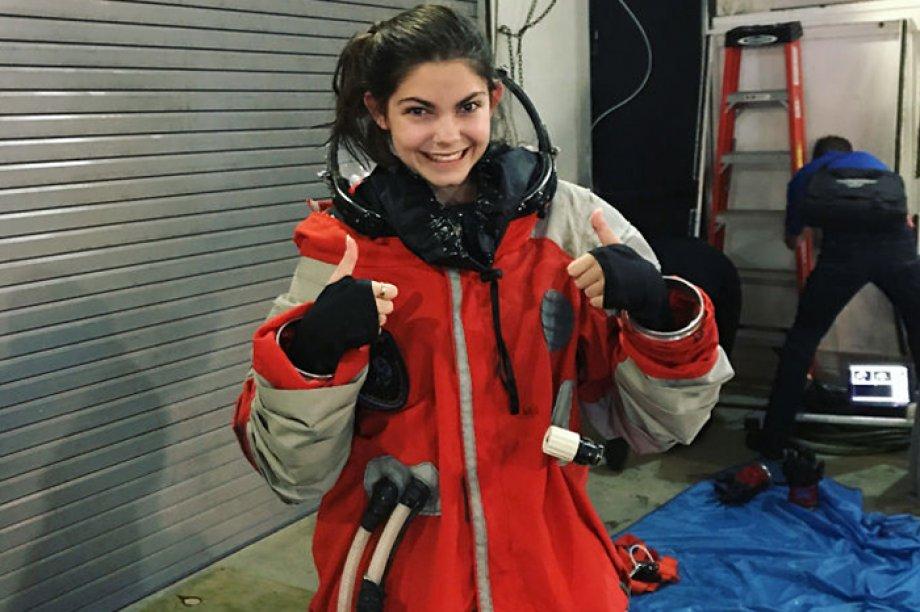Hayalleri Mars Olan Bir Genç Kız!