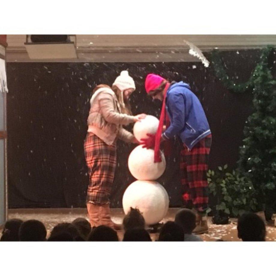 """Tiyatro Fil tarafından okulumuzda """"Snowman"""" adlı İngilizce oyun sergilendi."""